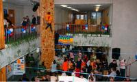 Молодежь оккупировала ЦКиОМ. Фото В. Бербенца