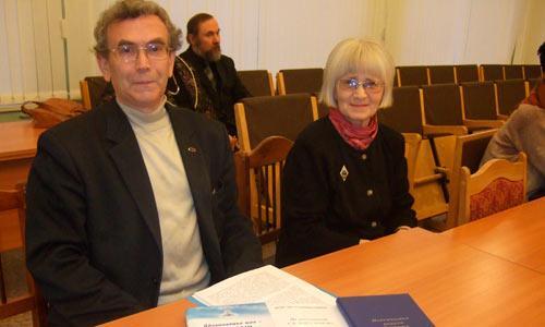 Серию сборников ветеранов Севмаша представили В.Н. Леонтьев и Е.К. Зуева. Фото автора
