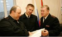 Судьи гарнизонного военного суда О. Архипов и И. Агафонов с председателем военного суда В. Букаренко (справа). Фото В. Капустина