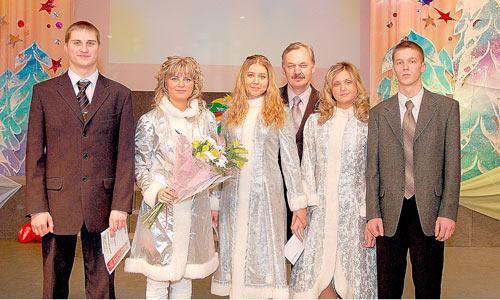 Михаил Голышев (в центре) с самыми зажигательными. Фото М. Биктимирова