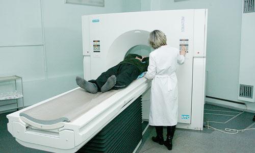 Компьютерный томограф после ремонта работает в две смены. Фото В. Капустина