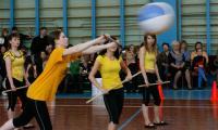 Шар подает команда «Девочки-студентки». Фото В. Капустина