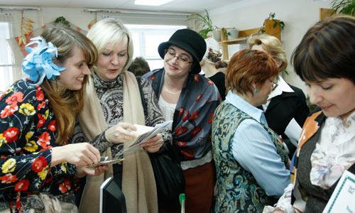 Игра-бродилка привела к цыганкам, которые предлагали всем ответить на каверзные вопросы о творчестве писателя. Фото В. Капустина