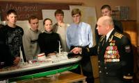 Валерий Кисеев проводит занятие в техническом колледже.  Фото В. Капустина