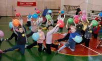Веселая эстафета в школе № 3. Фото В. Капустина