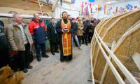 Молебен в честь закладки новой яхты. Фото В. Бербенца