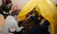 «Медвежатам» не хватило спальника (cлева О. Косая и С. Хаванов). Фото В. Капустина
