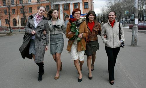 На прогулку всей семьёй. Фото В. Капустина