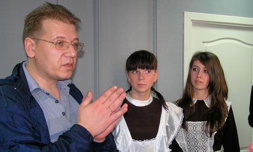 Олег Куртанидзе с выпускниками-2009. Фото автора