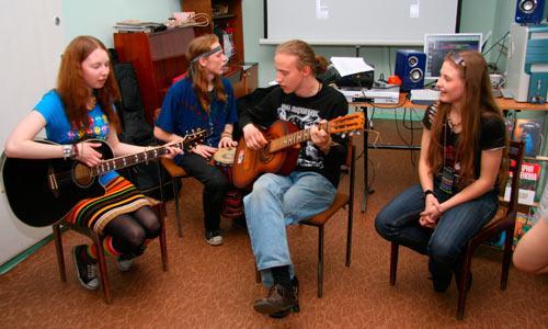 Поет группа «Древо». Фото В. Бербенца