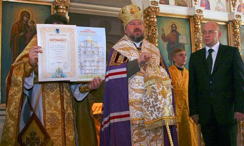 Епископ Тихон и глава администрации Ненецкого автономного округа Игорь Федоров. Фото автора