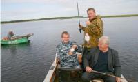 В.Е. Шумилов, С.А. Шиляев и В.Н. Никитин на рыбалке. Фото В. Бербенца