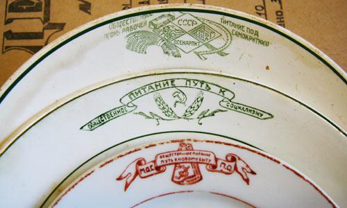 Тарелки из музейных фондов (СССР, 1920-е годы). Фото В. Бербенца
