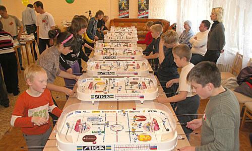Капитаны ведут к победе свои игрушечные команды. Фото автора