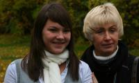 Анна Рудакова с первым тренером С.В. Бурмагиной.  Фото В. Бербенца