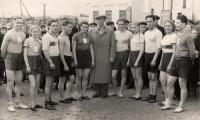 Г.П. Петров с командой — победительницей Первомайской эстафеты 1953 года.  Фото из архива семьи Петровых