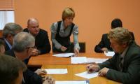Непростой разговор (в центре — О.А. Каргалова). Фото В. Бербенца