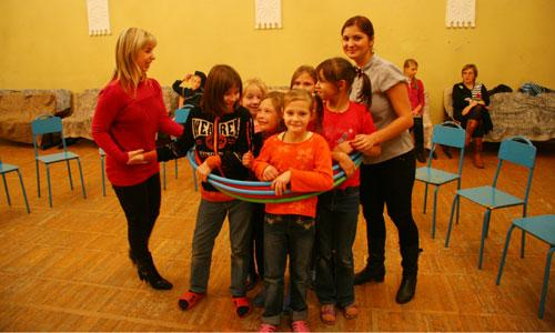 «Мандаринки» в школе-интернате. Фото В. Бербенца