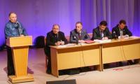 Тон дискуссии задал ветеран-общественник Г.А. Минин. Фото В. Бербенца