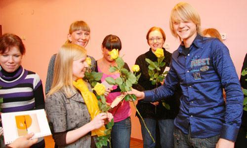 Первые учительские цветы. Фото В. Бербенца