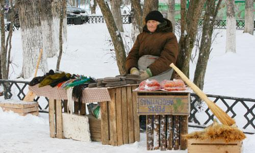 Прогнозы не обещают роста торговли. Но для уличных продавцов место найдется. Фото В. Бербенца