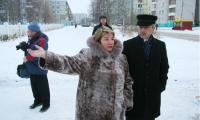 Марина Иванова: «Ларек от школы отделяет дорога». Фото В. Бербенца