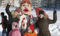 «Снежная сказка» у школы № 11. Фото В. Капустина
