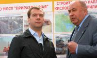 2 июля 2009 года. Н.Я. Калистратов с президентом России Д.А. Медведевым во время его визита на Севмаш. Фото В. Бербенца