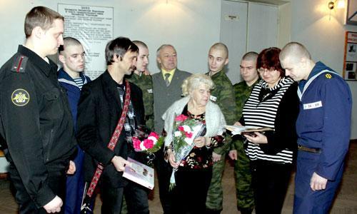 Участники встречи и моряки учебного отряда. Фото автора