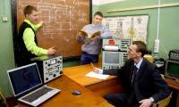И в наши дни есть молодые люди, готовые заниматься наукой в свободное время. Фото В. Бербенца