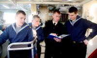 Экипаж под руководством В. Корнилова обеспечивал безопасность катера президента Д. Медведева в июле прошлого года. Фото В. Бербенца