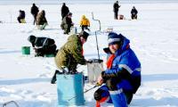 Рыбаков-любителей в Северодвинске много. Фото В. Бербенца