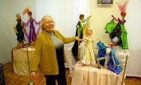 Своих любимых кукол представляет Елена Геннадьевна Гусева — главный хранитель Музея ГАЦТК имени С.В. Образцова. Фото В. Бербенца