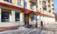 На улице Тургенева, 10 сейчас находится детское кафе «Сказка»,  а в советские времена здесь была продуктовая сказка для  ветеранов — стол заказов. Фото В. Капустина