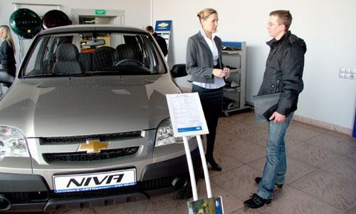 Иван Пугин под программу утилизации не попадает, но новый автомобиль покупать будет и уже выбрал, какой. Фото В. Бербенца