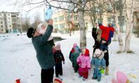 Группа «Птичка» с воспитателями О.В. Сажиновой и Т.М. Мартынишиной. Фото В. Бербенца