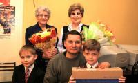 На снимке: среди участников конкурса — три поколения: дети, внуки и правнуки фронтовиков.  Фото В. Капустина