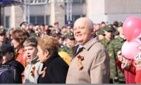 Эдуард Сергеевич на демонстрации северодвинцев 9 Мая. Фото В. Капустина