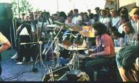 1990 год, День города: Виктор Белаковский за барабанами во время концерта на набережной острова Ягры. Фото из архива В. Белаковского