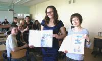 Работы Анастасии Козловой (слева) и Татьяны Поташевой (обе из школы № 13) признаны одними из лучших. Фото В. Бербенца