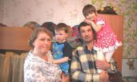 Папа, мама и сестра появились у Никиты совсем недавно. Фото В. Бербенца
