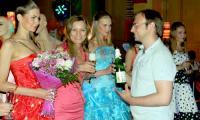 Глоток шампанского за именинников и на удачу. Фото Е. Антуфьевой