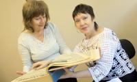 Вот таких ежегодных подшивок в  биографии Анны Даниловой 35. И почти в каждом номере ее материал. Фото В. Капустина