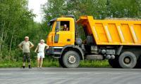 Этот транспорт работает на строительстве нитки газопровода в сторону Северодвинска. Фото В. Бербенца