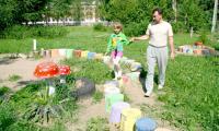 Двор за «Татьяной» радует и детей, и взрослых. Фото В. Бербенца
