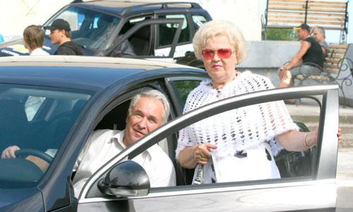 Автомобилям покоряются мужчины и женщины. Фото В. Бербенца