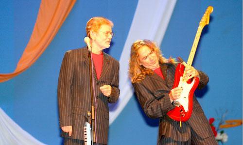 На сцене — Сергей березин (слева) и Игорь Тимофеев. Фото В. Бербенца