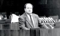 В.А. Клевцов на трибуне областного Совета народных депутатов. Фото В. Капустина