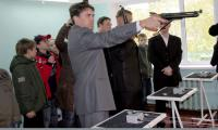 Прицел держит депутат горсовета Николай Трухин. Фото В. Бербенца