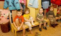 Работа с малышами — это постоянное внимание и большая ответственность. Фото В. Капустина